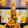 Phật Quan tâm đứng bên sen