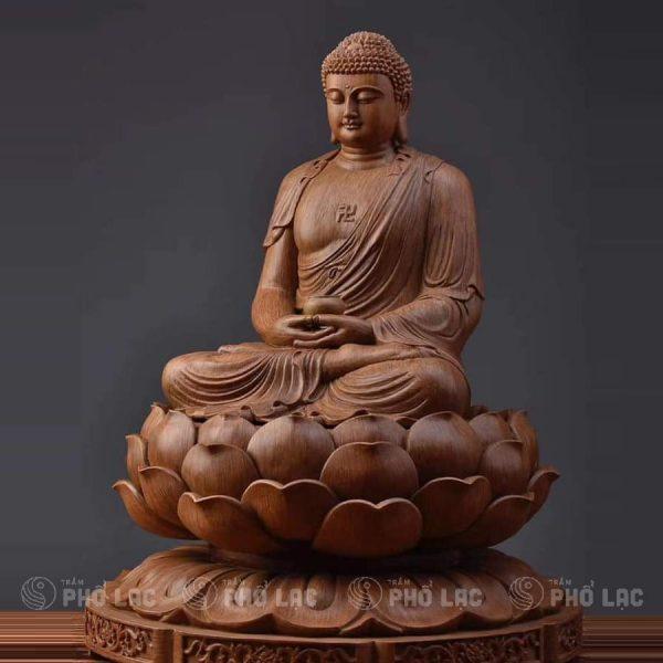 Phật tổ ngồi đài sen